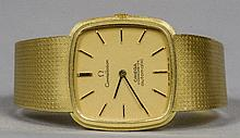 An 18 ct gold Omega Constellation gentleman's wristwatch The square dial se