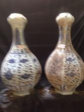 A pair of Chinese porcelain vase