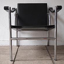Jeanneret Charles-Edouard Pierre dit Le Corbusier et Charlotte Perriand / Cassina :   2 fauteuils,
