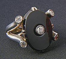Brillant-Onyx-Ring?1930er Jahre und später?Breite, zweigeteilte Schiene, sc