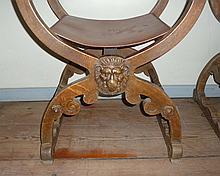 Paar Historismus-Stühle?2. H. 19. Jh.?Auf scherenförmigem Gestell mit plast