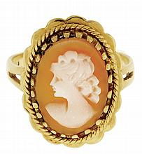 Ring, 18 karat yellow gold, set with an oval shell cameo of a young woman in profile, size 6