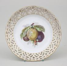 Zierteller mit Zwetschgenzweig/ Plate With Plums And Berries, KPM Berlin, 2. Hälfte 19. Jh.