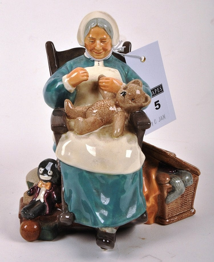Royal Doulton figure Nanny, HN2221, 16 cm high