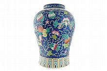 Chinese Cantonese Qing period vase