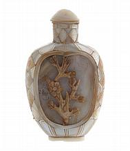 Chinese nineteenth-century mother o'pearl snuff bottle