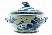 Large eighteenth-century Chinese Nankin tureen and cover