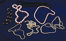 Lot of pearl and coral necklaces