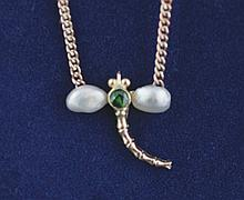Vintage pearl and emerald dragonfly 9 ct. gold