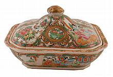 Chinese Qing period famille rose tureen and cover