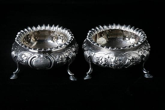 PAIR VICTORIAN SILVER SALTS, Edward Ker Reid, London, 1856. - 6 oz., 2 dwt.; 1 3/4 in. x 1 1/2 in. diam.