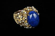 14K YELLOW GOLD, DIAMOND AND LAPIS LAZULI CABOCHON DOME RING.