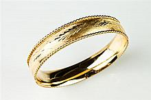 14K YELLOW GOLD HINGED OVAL BANGLE BRACELET,