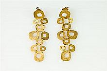 PAIR 18K TEXTURED YELLOW GOLD MODERN DESIGN DANGLE EARRINGS, - L: 2 in.