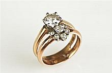 14K Yellow GOLD AND DIAMOND RING. - Ring size: 6 1/2.