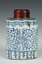 CHINESE BLUE AND WHITE PORCELAIN TEA CADDY, 19th Century. - 5 in. high.