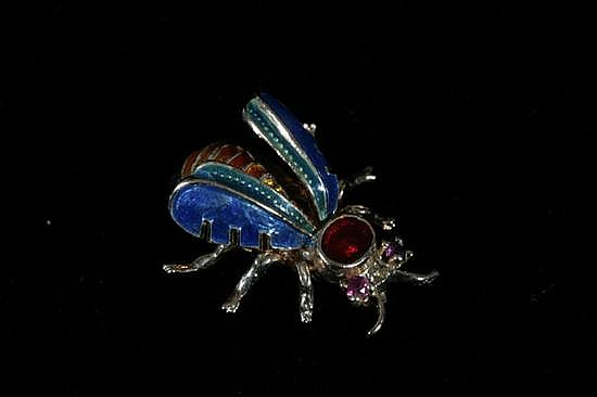 14K YELLOW GOLD AND ENAMEL BEE FORM PIN.