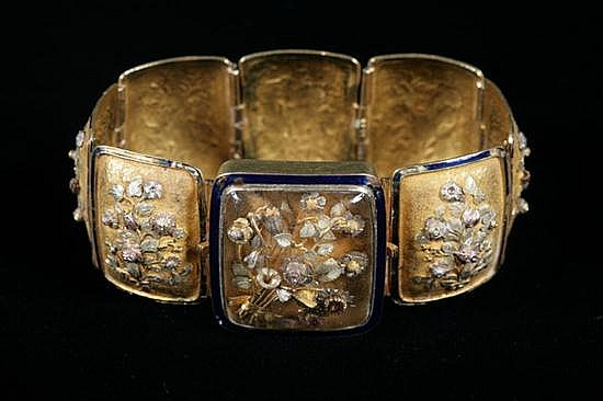 CONTINENTAL TRI-COLOR GOLD AND COBALT ENAMEL FLEXIBLE PANEL-LINK BRACELET, mid-to-late 19th century. - L: 7 1/4 in.; W: Gross wt.1 1/8