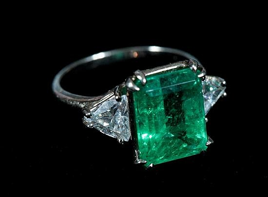 14K WHITE GOLD, DIAMOND AND EMERALD RING.