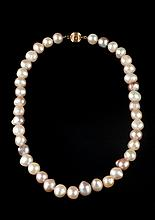 BAROQUE PEARL CHOKER WITH 14K YELLOW GOLD RIBBED BALL CLASP, - L: 16 in.