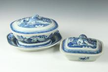CHINESE CANTON BLUE AND WHITE PORCELAIN SOUP TUREEN AND UNDERTRAY, 19th Century. - Larger: 11 1/4 in. long.