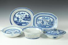 FIVE PIECES CHINESE CANTON BLUE AND WHITE PORCELAIN, 19th Century. - Largest: 10 5/8 in. long.