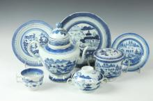 CHINESE BLUE AND WHITE PORCELAIN, TEAPOT, 19th Century. - Largest: 8 3/4 in. high.