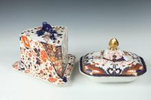 RIDGWAYS OLD DERBY TRIANGULAR CHEESE DOME WITH UNDERTRAY AND AN UNMARKED COVERED SERVING DISH IN IMARI PATTERN, Late 19th Century. - Ch