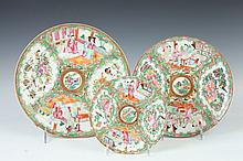 TEN CHINESE ROSE MEDALLION PORCELAIN PLATES, 19th Century. - Largest: 8 1/2 in. diam.