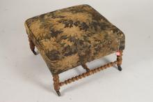 ENGLISH UPHOLSTERED BENCH ON TURNED GILTWOOD BASE, 19th/20th Century. - 17 5/8