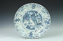 CHINESE SWATOW BLUE AND WHITE PORCELAIN CHARGER, Ming Dynasty. - 13 3/4 in. diam.