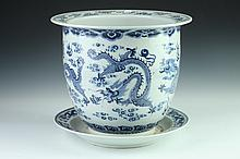 CHINESE BLUE AND WHITE PORCELAIN CACHE-POT. - 11 in. diam.