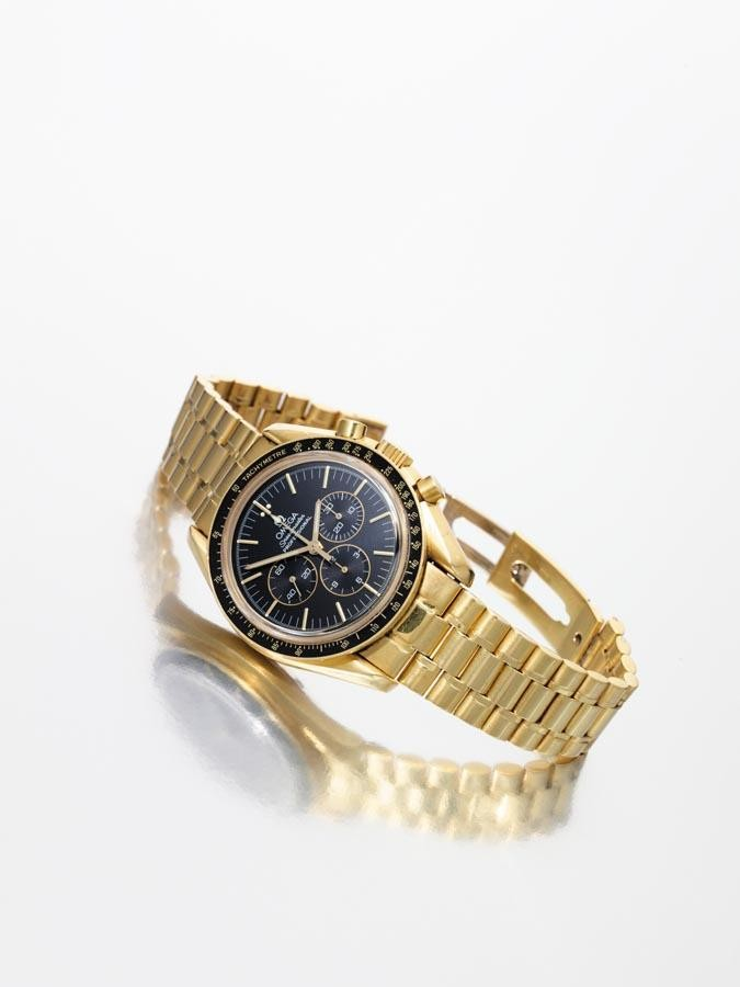 OMEGA, 'SPEEDMASTER', CIRCA 2000, NO.295/999; A GOLD LIMITED EDITION CHRONOGRAPH BRACELET WATCH WITH BLACK DIAL REGISTERS