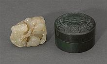 Two jade carvings, 19th/20th century (3)