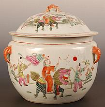 19TH CENTURY CHINESE PORCELAIN COVERED JAR