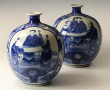 A SMALL COLLECTION OF ASIAN PORCELAIN ITEMS