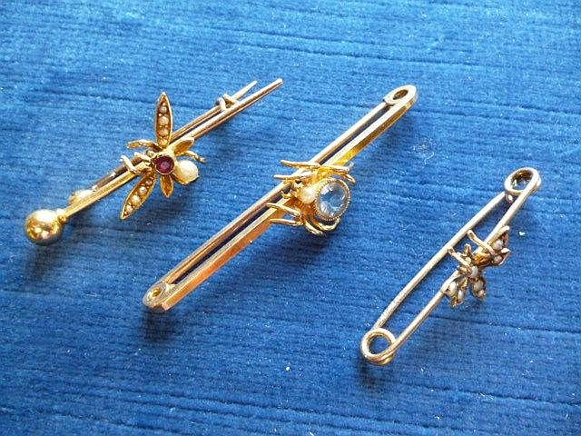 Three gold and gem set bug brooches, 6.1g (3)