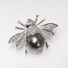 A small diamond brooch with Tahiti pearl 'Bee'