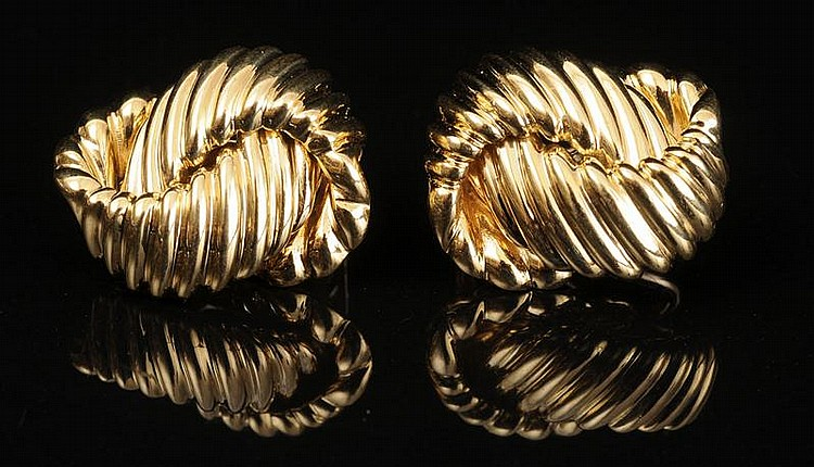 PAIR OF 18K GOLD EARRINGS