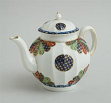 WORCESTER PORCELAIN TEAPOT AND COVER