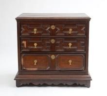 WILLIAM AND MARY OAK CHEST OF DRAWERS