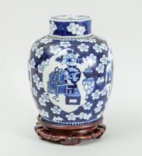 CHINESE BLUE AND WHITE PORCELAIN LARGE GINGER JAR