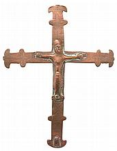 Small processional crucifix made of copper, formerly gilded and engraved with stylised flower designs. The figure of Christ is made of copper. Spain. 13th – 14th century.