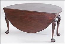 AN 18TH CENTURY IRISH CARVED MAHOGANY DROP LEAF GATE LEG TABLE.