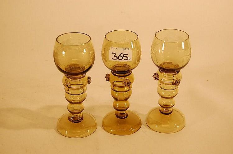 9 gamle rømerglas, grønt glas