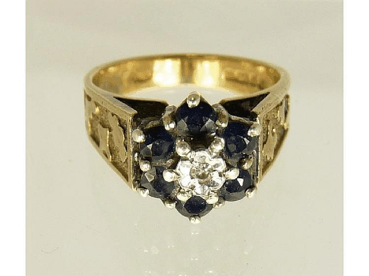 A 9ct gold dress ring of flower head form, the
