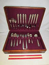 WM. ROGERS SILVERPLATE FLATWARE SET (45)