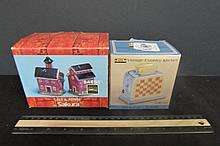 2 SETS OF SALT AND PEPPER SHAKERS ORIGINAL BOXESVINTAGE COUNTRY KITCHEN & BARNS