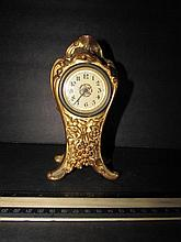 GOLD METAL CASED DESK CLOCK 7