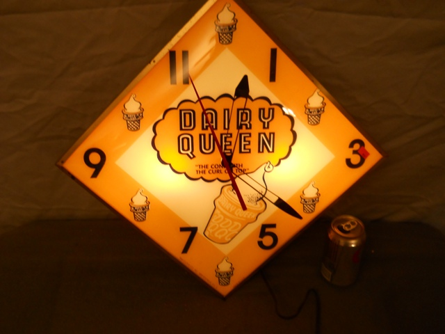 "15"" Diamond Pam DAIRY QUEEN Advertising Clock-Works 100%"
